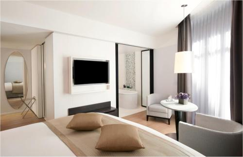 14 Rue Beaujon, 75008 Paris, France.