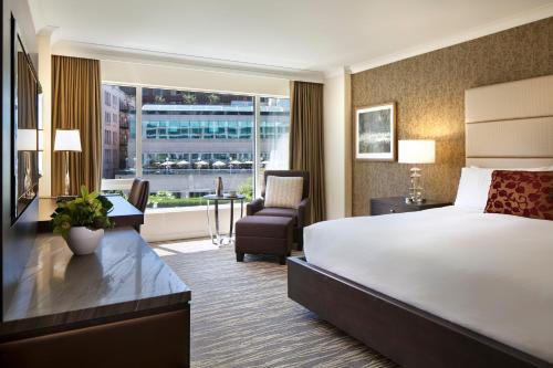 Deluxe City View Room with Queen Bed