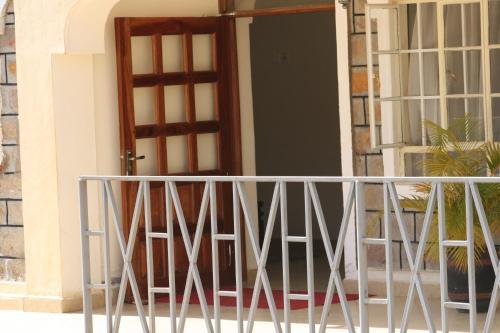 Calabash Hotel, Suna East