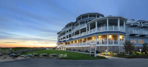 . Madison Beach Hotel, Curio Collection by Hilton