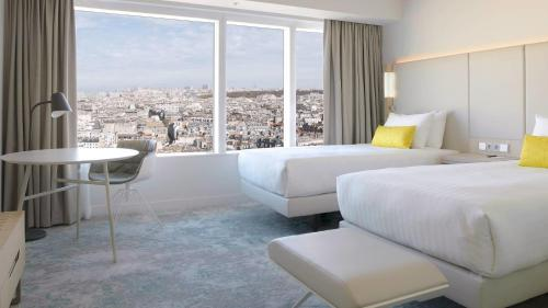 Twin Room with Parisian View