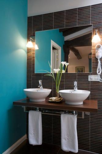 Suite con bañera de hidromasaje Hospedería Señorío de Briñas 11