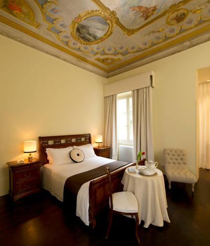 Via Luigi Carlo Farini 12, Florence, 50121, Italy.