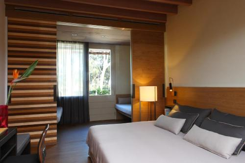 Superior Double Room with Garden View Hostal Spa Empúries 12