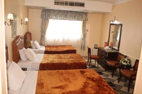 Holidays Express Hotel room photos
