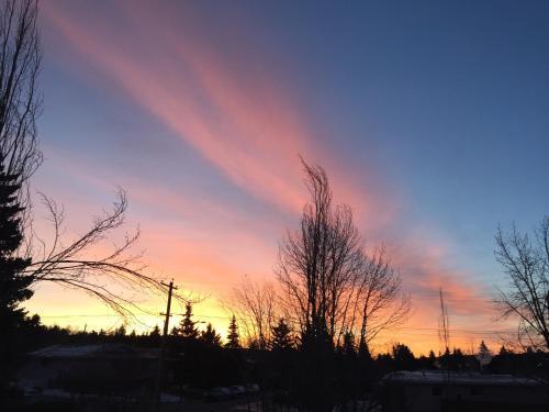 Along River Ridge Bed & Breakfast - Calgary, AB T3B 1C3
