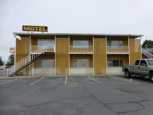 . Umatilla Inn & Suites
