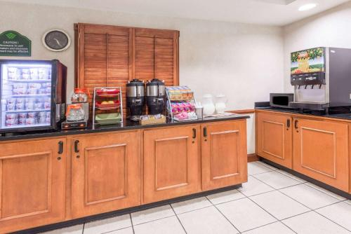 Wingate By Wyndham - Indianapolis Airport - Indianapolis, IN 46224
