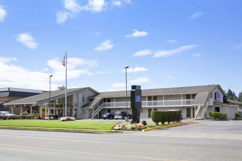 Howard Johnson by Wyndham Tacoma Hotel & Suites - North Lakewood, Washington