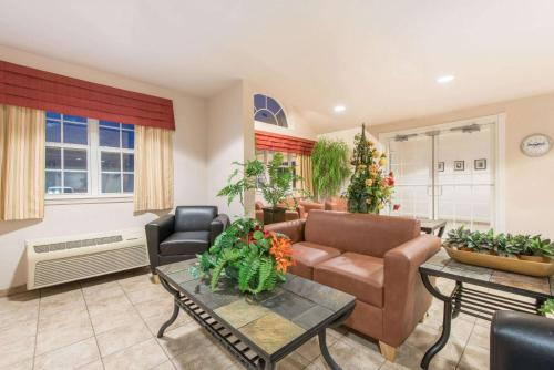 Microtel Inn & Suites By Wyndham Altus - Altus, OK 73521