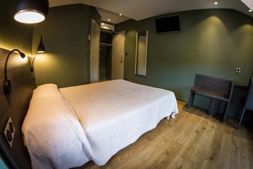 . Hotel Le Pont Neuf