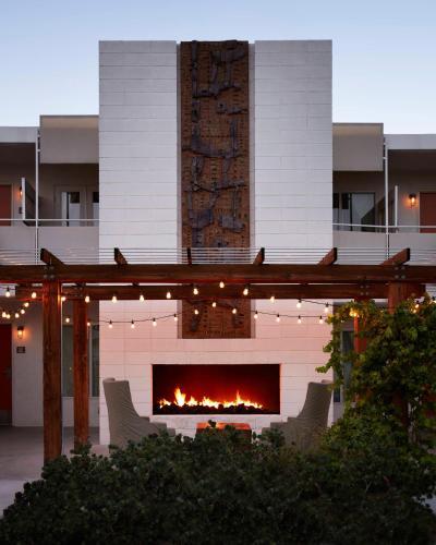 701 E. Palm Canyon Drive, Palm Springs, California 92264, United States.