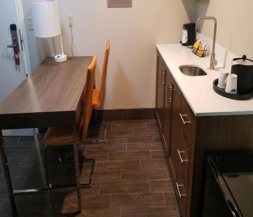 Hampton Inn & Suites Kansas City-Merriam in Merriam
