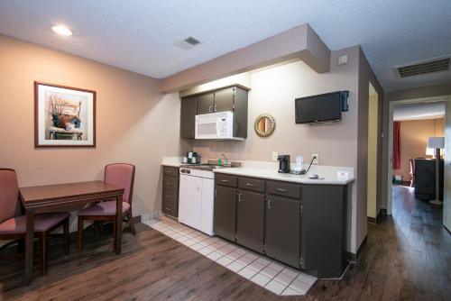 Guest Inn & Suites   Midtown Medical Center