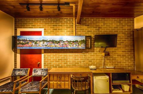 Wheelhouse Motel - Lunenburg, NS B0J 2C0