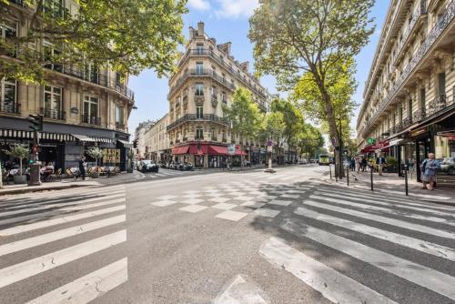 Charming flat near the Champs Elysées photo 4