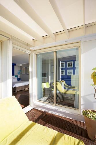 29 Porte de France, 06500 Menton, France.
