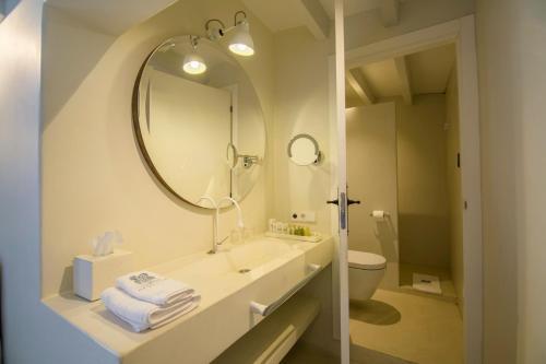Basic Double Room - Sea View Hotel La Torre del Canonigo - Small Luxury Hotels 4