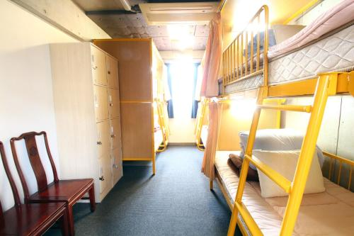 2 Bunk Beds (Top & Bottom) in Mixed Dormitory Room