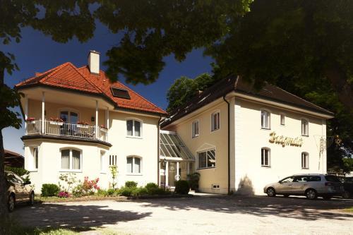 . Hotel Burgmeier