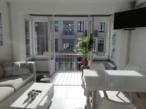 Louis Place, Pension in Ostende