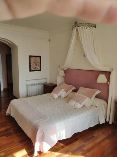 King Room with Sea View Villa Antumalal B&B 4
