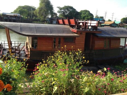 Ayothaya Riverside House photo 12