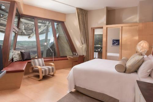 Deluxe Gehry, Guest room, 1 King, Winery view, Mountain view Marqués de Riscal, a Luxury Collection 2
