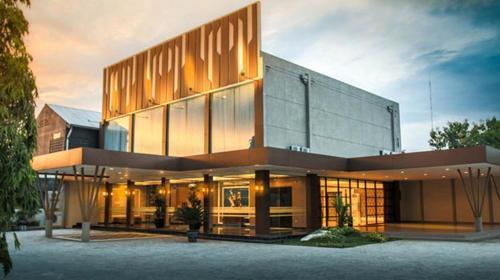 Raden Wijaya Hotel & Convention