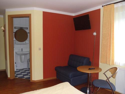 Cameră dublă în regim single (Double Room for Single Use)