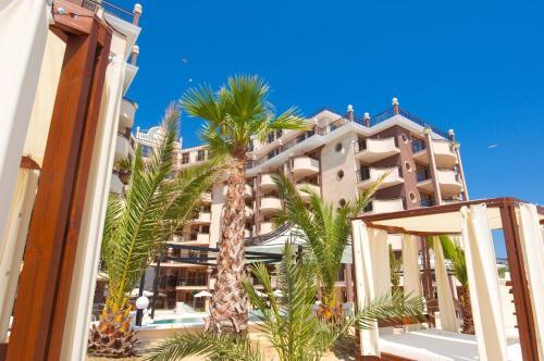 . Golden Rainbow Beach Hotel