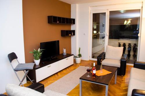 City Square Apartments Re3Ca