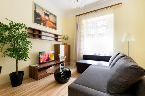 Bajcsy 3 -Deák next to Basilica 2 Bedrooms +Living with AC, 1065 Budapest