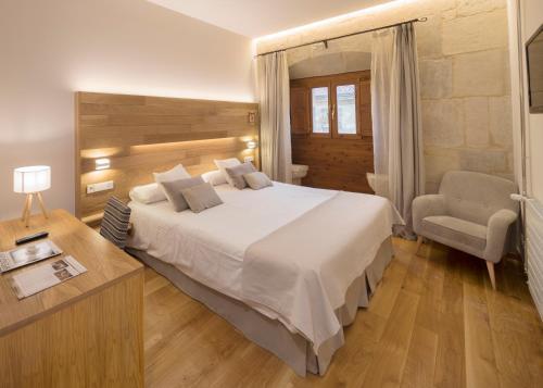 Habitación Doble Premium - 1 o 2 camas Hotel Real Colegiata San Isidoro 2