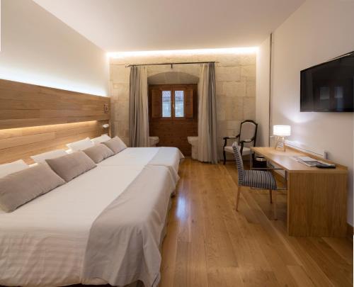 Habitación Doble Premium - 1 o 2 camas Hotel Real Colegiata San Isidoro 8