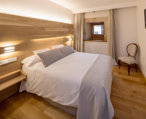 Habitación Doble con aparcamiento gratuito - 1 o 2 camas Hotel Real Colegiata San Isidoro 16