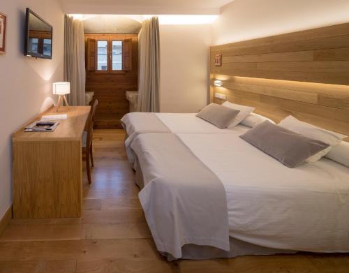 Habitación Doble con aparcamiento gratuito - 1 o 2 camas Hotel Real Colegiata San Isidoro 20