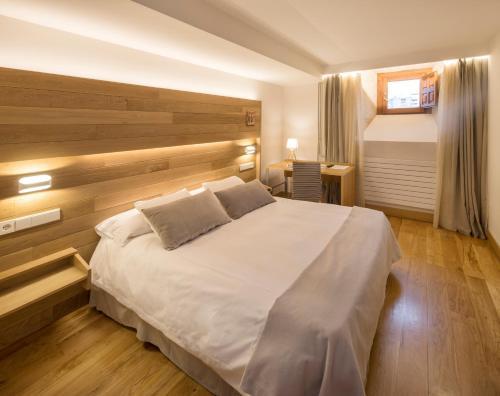 Habitación Doble con aparcamiento gratuito - 1 o 2 camas Hotel Real Colegiata San Isidoro 18