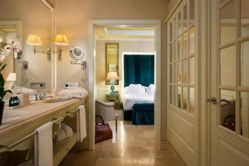 Suite Hotel Casa Del Poeta 34