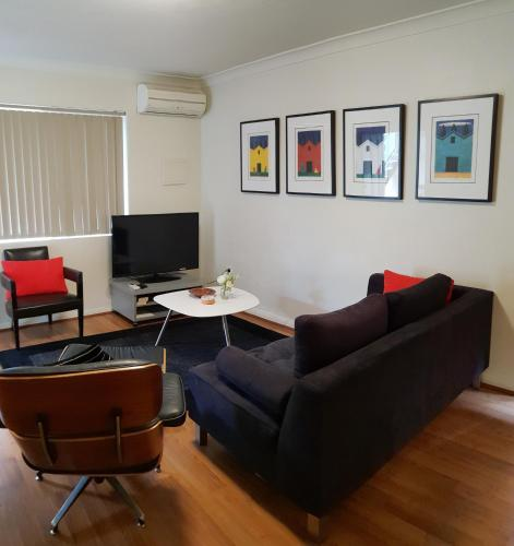 . Mt.Lawley Superb 2 BR location Comfort, style 1