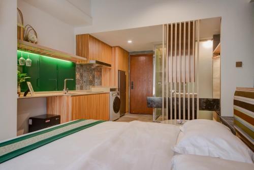 . BurkeLi Apartment