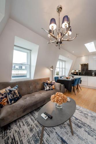 Bright Three Bedroom Earls Court Apartment