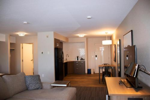 Ramada by Wyndham Airdrie Hotel & Suites - Airdrie, AB T4A 2H7