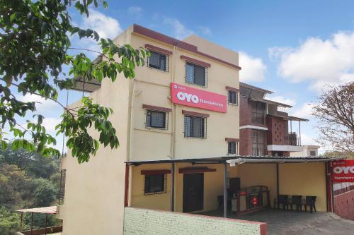 . OYO 28353 Hotel Nandanvan