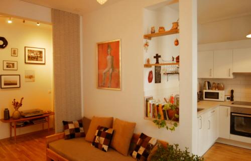 Beautiful apartment with 2 balconies 2 bedrooms, Pension in Basel