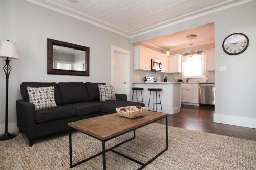 New One Bedroom Apartment Near Lake Winnipesaukee - Wolfeboro