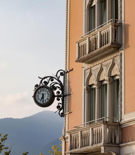 Piazza Cavour 24, 22100 Como, Italy.
