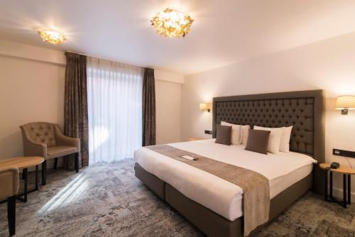 Cameră dublă sau twin cu duş (Double or Twin Room with Shower)