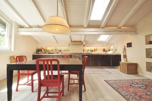 Design loft close to ski slopes with car box - Chalet - La Thuile