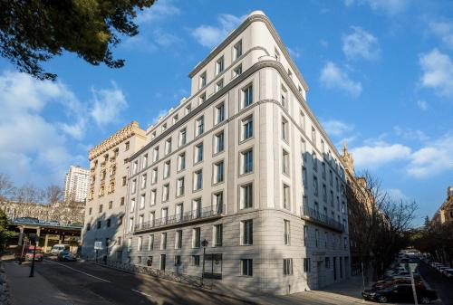 Calle Cadarso 18, 28008 Madrid, Spain.